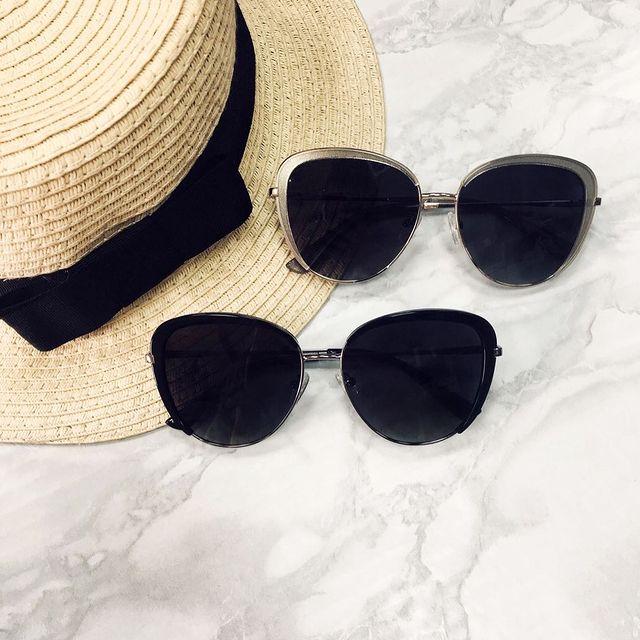 Read more about the article Выбираем солнцезащитные очки — весна пришла!