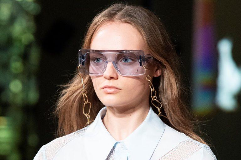 Read more about the article Модные очки в 2021 году
